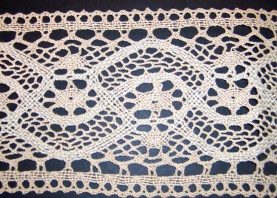 Hand Made Bedfordshire lace 1 yard 30 inches by 6 inches wide.