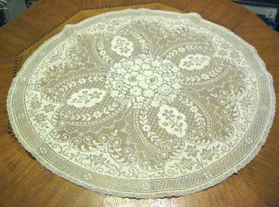 WHITE LACE 21 INCH ROUND DOILIE