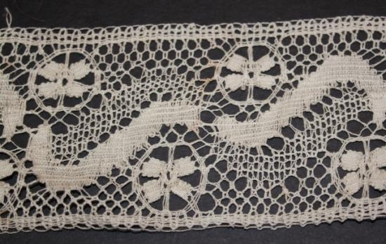 Handmade Lace 2 3/4 inch English HM104