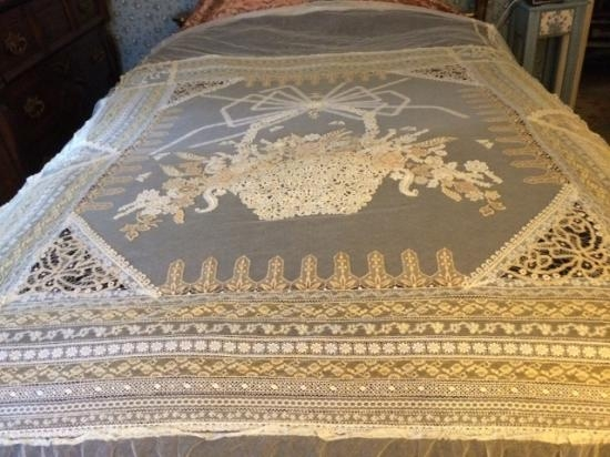 Normandy Lace Bed Cover 52 x 76 x 24