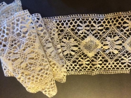 Brussels Beguim Torchon Lace 6 1/4 wide