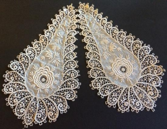 Bedfordshire Lace and white work set of two Appliques #4A