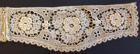 Sweet lace Cuffs unused 10 x 3.5 inches #221