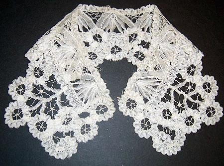Handmade small duchesse lace collar